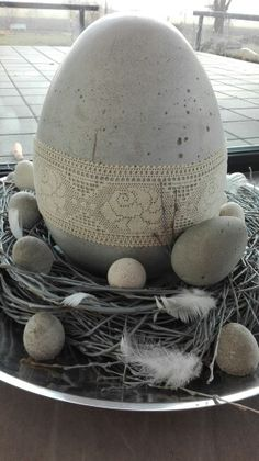 Beton und Natur – Keep up with the times. Diy Osterschmuck, About Easter, Concrete Projects, Easter Cupcakes, Diy Easter Decorations, Pinterest Diy, Egg Decorating, Spring Crafts, Easter Crafts