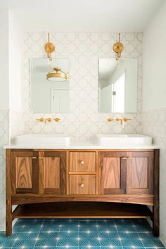 15 Tile Options to Bring Your Space to Life Bathroom Cabinets, Bathroom Flooring, Kitchen Backsplash, Diy Kitchen, Backsplash Ideas, Tile Ideas, Kitchen Ideas, Bathroom Interior, Modern Bathroom