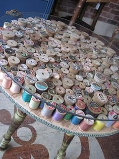 Things you can make with old wooden thread spools: sewing spool crafts. My Sewing Room, Sewing Rooms, Sewing Spaces, Spool Crafts, Sewing Crafts, Wooden Crafts, Spool Tables, Sewing Tables, Craft Tables