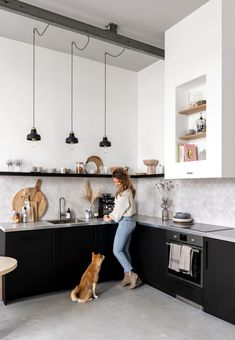 Fantastic modern kitchen room are offered on our web pages. Take a look and you wont be sorry you did. Kitchen Interior, Home Interior Design, Kitchen Decor, Black Kitchens, Home Kitchens, Black Ikea Kitchen, Home Decor Styles, Home Decor Accessories, Kitchen On A Budget