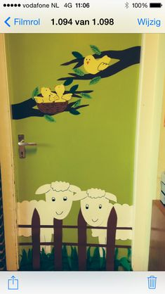 Frühling im Klassenzimmer. Preschool Door, Preschool Crafts, Crafts For Kids, Spring Activities, Activities For Kids, Farm Theme Crafts, Board For Kids, Puppet Crafts, Easy Paper Crafts