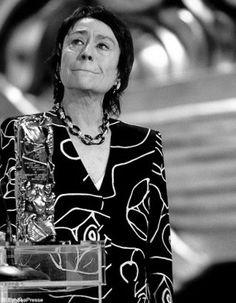 Remise du César à Annie Girardot fan!!!!!!!!!!! Et là encore, triste fin. Annie a été un toute grande.