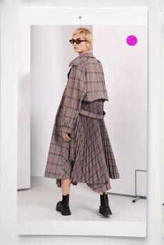 Stella McCartney Pre-Fall 2019 Fashion Show - Stella McCartney Pre-Fall 2019 Collection – Vogue - Fashion Week, Trendy Fashion, Plus Size Fashion, Fashion Outfits, Womens Fashion, Fashion Trends, Vogue Fashion, Fashion 2018, Stella Mccartney