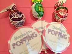 These Open House lollipops were a hit by my students! Create these easy treats easily with this example and a FREE printable!