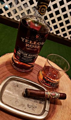 Good Whiskey, Cigars And Whiskey, Whisky, Gentleman Style, Yellow Roses, Bourbon, Liquor, Men's Fashion, Casual Outfits