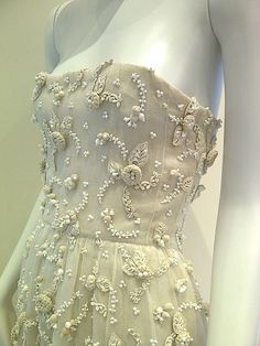Dior couture embroidered by Lesage, 1955. Lesage was one of the first to use these particular 3D stitchings and effects in Western couture.