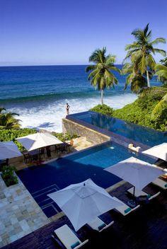 infinity pool on the ocean, ahhhhh
