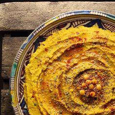 Humus med karry, spidskommen, gurkemeje og soltørrede tomater