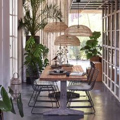 HK Living dining table www.wonenmetlef.nl