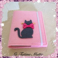 Blocco notes con copertina in feltro Felt Case, Felt Pouch, Fabric Book Covers, Fabric Envelope, Bookmark Craft, Fish Quilt, Felt Gifts, Agenda Planner, Needle Book