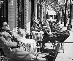 """Cosa ci hanno lasciato"""" di Grazia Nardi Vocabolario domestico E fa e gagà.. Trad riferito  ai giovanotti nostrani che ostentavano una sorta di eleganza distintiva rispetto al popolino esemplari che entravano a pieno titolo nella cerchia di quei soggetti fissati nel tempo da  I Vitelloni felliniani.. ricordo lo zio Gino ventenne negli anni 50 che pur di modestissime condizioni economiche indossava la camicia a maniche lunghe anche in piena estate mentre i jeans erano considerati abbigliamento…"""