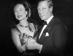 Historically, after only reigning for 11 months, King Edward VIII gave up his throne on December out of his legendary love for Wallis Simpson, which condemned by the Royal family because of Simpson's divorcee status. Wallis Simpson, Eduardo Viii, Edward Windsor, Bijoux Van Cleef And Arpels, Edward Albert, Royal Uk, Royal Jewels, Lady And Gentlemen, Queen Elizabeth Ii