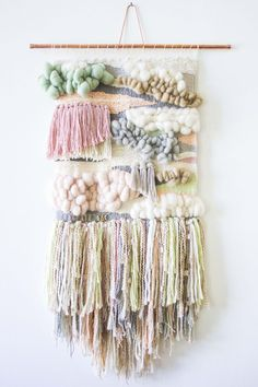 Blogger Bonnie Christine's first woven wall hanging! Lots of organic waves, bubbly bobbles or roving and asymmetrical tassels.