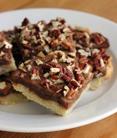 Pecan Pie Bars // made with dates instead of sugar, gluten free crust, paleo friendly #healthy #Thanksgiving