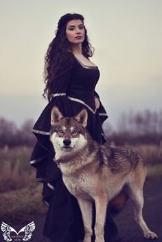 "(Eingestellt von) La Esmeralda (She is a German model and blog writer) Her comment on the photo: "" Winter is coming! It was so much fun to shoot with wolfdog Lobo."""
