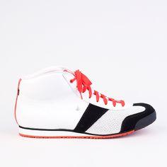 BOTAS 66 | Bloody Snow Snow, Sneakers, Black, Fashion, Tennis Sneakers, Sneaker, Moda, Black People, La Mode