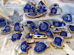 image Blue Roses, Cookie Decorating, Instagram, Food, Romance, Furniture, Image, Wafer Cookies, Romance Film