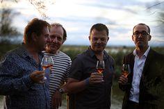 Les Quatre Fantastiques Franchement, vous ne les trouvez pas beaux les 4 fantastiques de WINE LR ! Nous, on kiffe grave d'avoir ces kadors à la maison ! 4 spécialistes, fous de vins, réunis le temps d'une soirée, histoire d'échanger et de déguster bien sûr.
