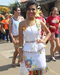 933bb01fdf 721 mejores imágenes de Vestidos Típicos de Panamá en 2019 ...