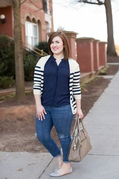 Classic summer digs! Loving how Rebecca of Rebecca Lately styled her Stitch Fix blouse and bag!