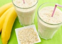 Banana smoothie with oatmeal Smoothies Banane, Oatmeal Smoothies, Healthy Breakfast Smoothies, Fruit Smoothies, Healthy Snacks, Lunch Smoothie, Smoothie Drinks, Smoothie Recipes, Snacks Sains