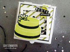 Ein Projekt aus der Geburtstagssoirèe-Reihe möchte ich dir noch zeigen, die Pizzabox mit Schüttelfenster. Die Torte habe ich in Limette gestempelt und mit der schwarz eingefärbten Seidenglanz-Struk…