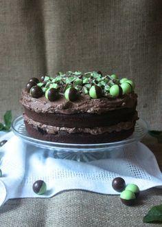 Chocolate Mint Aero Cake // www.scarletscorchdroppers.com