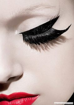 Check out these Nude eye makeup with thick black eyeliner on the top eyelid over the fabulously long false eyelashes such as a pair from MinkiLashes. Eye Makeup, Makeup Art, Makeup Tips, Hair Makeup, Geisha Makeup, Makeup Blog, Beauty Make-up, Beauty Hacks, Hair Beauty