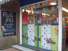 ~ Ruil-Inn, de grootste tweedehands winkel vol met tweedehands kleding in Lelystad, te Flevoland, van en voor particulieren. ~