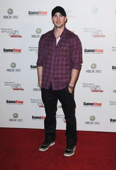 "Chris Evans Photos Photos - Actor Chris Evans arrives at ""Tom Clancy's Splinter…"