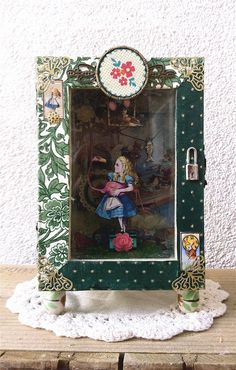 Shadow Box Diorama  Alice goes hunting by BatiscafoMonoplacido, €60.00