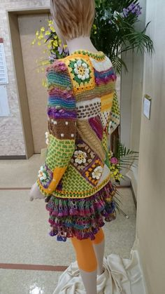 Crochet Jacket Pattern, Crochet Flower Patterns, Crochet Designs, Crochet Flowers, Crazy Patchwork, Patchwork Bags, Funky Fashion, Pullover, Crochet Clothes