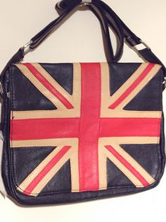 union jack bag can be used as a stylish daily accessory.black bag includes a strap on to use to carry the bag on your shoulder bag on the outside has a zip pocket to secure your personal belongings.Under the unionjack there are two zipped pockets; the top pocket is spacious to place in your documents whilst the bottom pocket can be used to put in other essential items such as stationary or something that you would want to separate from other items.fashionable bag which is great for an urban…