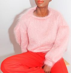 Pink red, it has to be said, is absolutely stunning! Love the soft fluffy baby pink sweater Red And Pink, Hot Pink, Pale Pink, Orange Red, Orange Style, Coral Blush, Fashion Week, Fashion Trends, 1950s Fashion