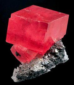 Rhodochrosite on Tetrahedrite and Quartz from Colorado