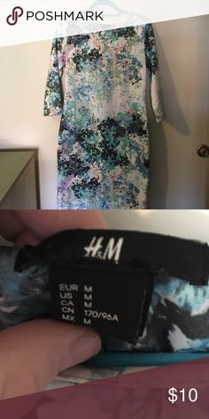 Floral Shift Dress This beautiful floral shift dress is perfect for spring! It can be worn for parties or to work. H&M Dresses