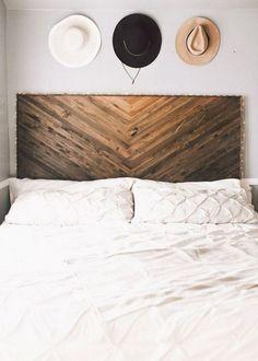 Exciting New Look Your Bedroom With DIY Rustic Wood Headboard Plans Best diy headboard design ideas. Herringbone Headboard, Chevron Headboard, Rustic Wood Headboard, Rustic Wood Decor, Bedroom Rustic, Headboard Designs, Headboard Ideas, Diy King Headboard, Headboards For Beds