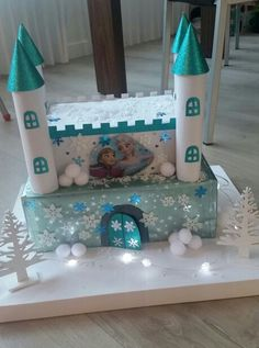 Sinterklaas suprise frozen Diy And Crafts, Crafts For Kids, Arts And Crafts, Paper Crafts, Valentine Day Boxes, Valentines, School Projects, Projects To Try, Frozen Castle
