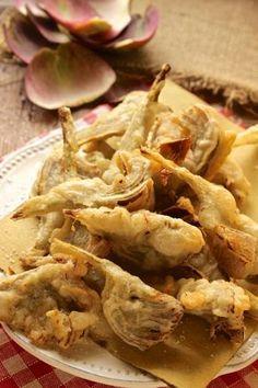 carciofi fritti Raw Food Recipes, Vegetable Recipes, Snack Recipes, Cooking Recipes, I Love Food, Good Food, Yummy Food, Peasant Food, Artichoke Recipes
