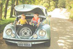Ensaio fotográfico família no fusca Curitiba, book bebê acompanhamento 1 ano