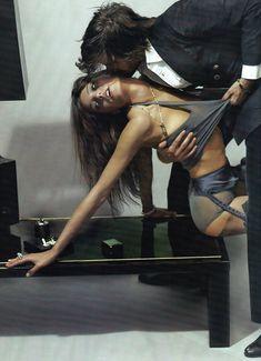 mario testino5 Daria Werbowy by Mario Testino in La Decadanse | Vogue Paris May 2010