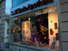 Schaufensterbeschriftungen und -folierungen. Neon Signs, Madness, Landing Pages, Pictures