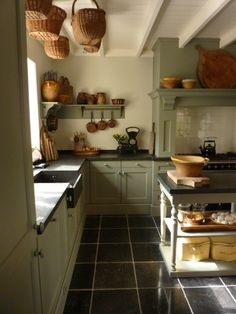 Be Comfortable With Your Kitchen Renovation Cosy Kitchen, Rustic Kitchen, New Kitchen, Vintage Kitchen, Kitchen Dining, Kitchen Decor, Green Country Kitchen, Old Farmhouse Kitchen, Cottage Kitchens