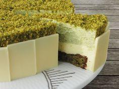 Pistachio cake with lemon interest: simonewanscher - Pinmod. Sweets Recipes, Cake Recipes, Pistachio Cake, Frozen Yoghurt, Danish Food, Cupcakes, Pudding Desserts, Piece Of Cakes, Fancy Cakes
