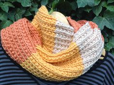 Col snood tricoté main à larges rayures inégales : Echarpe, foulard, cravate par la-maille-aux-tresors