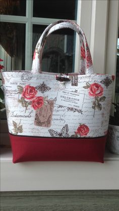 Tote with small closure - cute! No info.