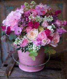 Sending that exceptional person an excellent bouquet of flowers is an excellent method to let them know that you're thinking of them. Beautiful Flower Arrangements, Floral Arrangements, Beautiful Flowers, Deco Floral, Arte Floral, Ikebana, Floral Bouquets, Spring Flowers, Purple Flowers