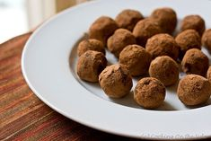 Recipe for classic, simple milk chocolate truffles that you can dress up however you like - chopped nuts, spices, cocoa, etc. Milk Chocolate Ganache, Chocolate Truffles, Chocolate Santa, Homemade Chocolate, Homemade Truffles, Homemade Candies, Healthy Dessert Recipes, Dog Food Recipes, Desserts