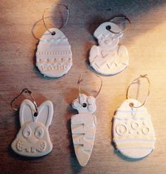 Paas(boom)hangers, gemaakt van DAS luchtdrogende klei en siliconen koekjes-vormen.