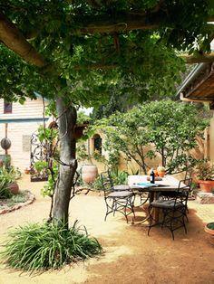 mediterranean-style courtyard | gärten, stil und mediterraner garten, Garten und erstellen